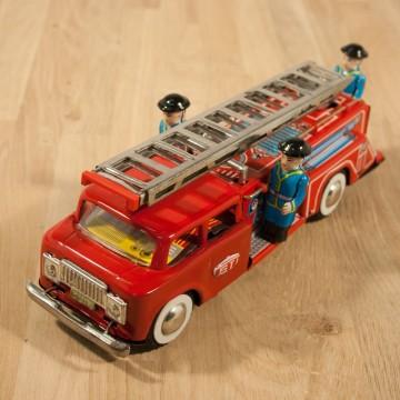 Grand camion de pompiers