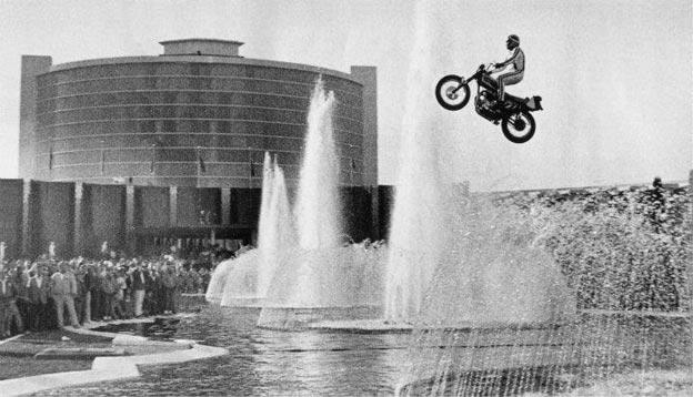 Saut de Evel Knievel au dessus du Caesar Palace
